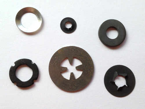 Custom Retaining Washers and Flat Washers